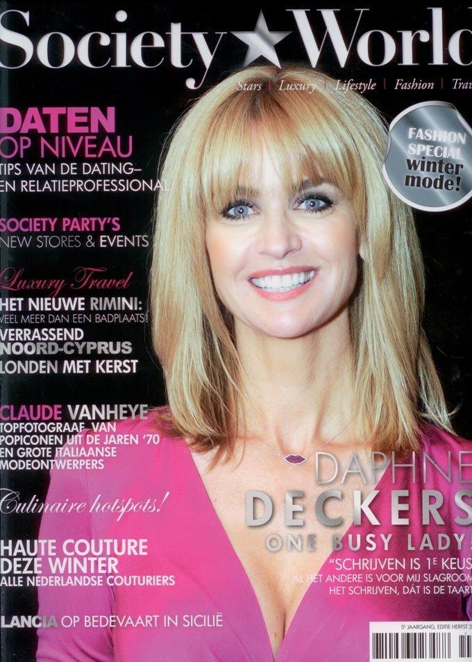 Society World goes hairextensions cover
