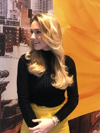 Arielle Knol - met extensions-voorzijde-krul