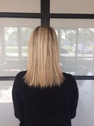 Dee van der Zeeuw zonder hairextensions achterkant