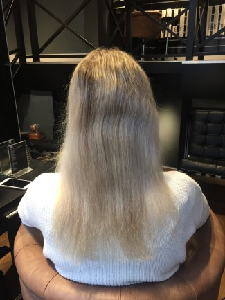 Daphne van Kerkhoff zonder hairextensions achterzijde