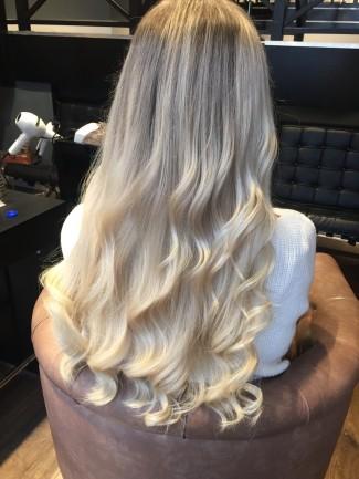 Daphne van Kerkhof met hairextensions achterzijde