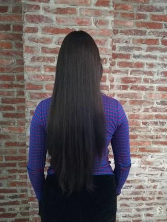 Monica Geuze - met hairextensions achterkant