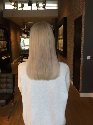 Linda van der Grijn met hairextensions achter