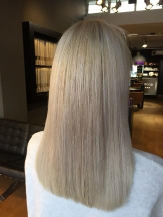 Linda van der Grijn met Haarverlening van Beauty by Roos